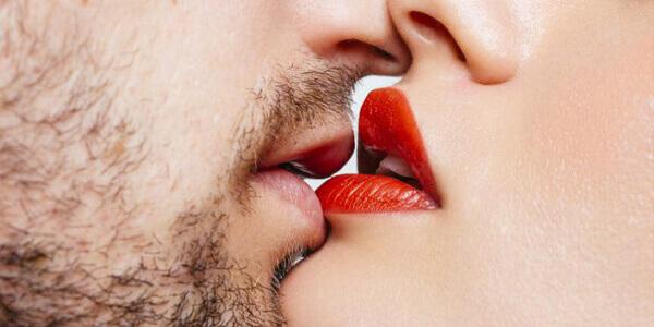 Есть ли риск заражения при поцелуе